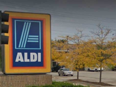 Skokie Aldi Holds Giveaways At Reopening Ceremony