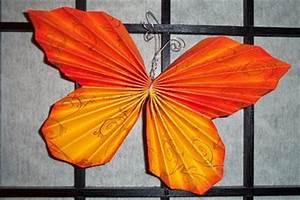 Schmetterlinge Aus Papier : zwei linden vor dem haus schmetterlinge aus papier ~ Lizthompson.info Haus und Dekorationen