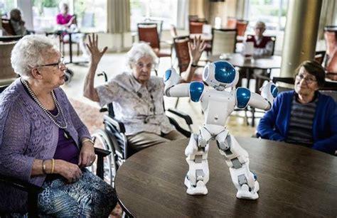 zora le robot des maisons de retraite