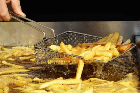 oil deep fat cooking fryer chips frying pan storage reuse waste spill containment batter fryers shutterstock expertreviews french fries into