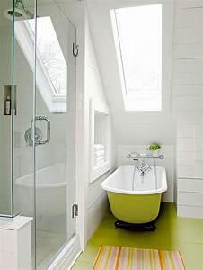 Une salle de bain sous pente ou sous combles en 52 photos for Petite salle de bain sous pente