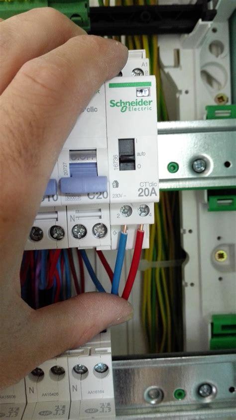 Disjoncteur Heure Creuse Contacteur Jour Nuit Schneider Electric 16736 Le Branchement 233 Lectrique