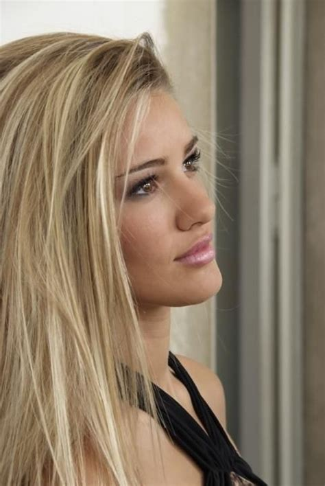 blonde  darker undertones    im   atkim dodson color de cabello