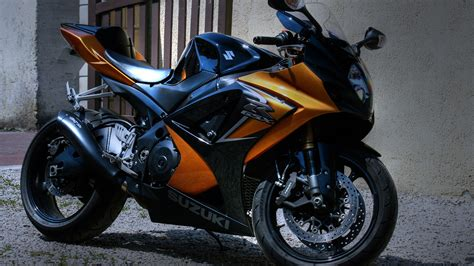 Wallpaper Suzuki Motorcycle Parked Outside The House 2560x1600 Hd Picture, Image