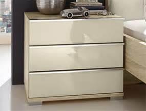 Nachttisch Glas Mit Schublade : schlafzimmer in eiche dekor mit modischem farbigem glas banga ~ Bigdaddyawards.com Haus und Dekorationen