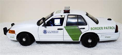 1 18 police car with custom 1 18 us border patrol ford crown vic police car