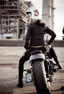 Moto Style Harley : biker girl of the week photo biker girl wearing vintage 3 helmet sitting on a born to kill ~ Medecine-chirurgie-esthetiques.com Avis de Voitures