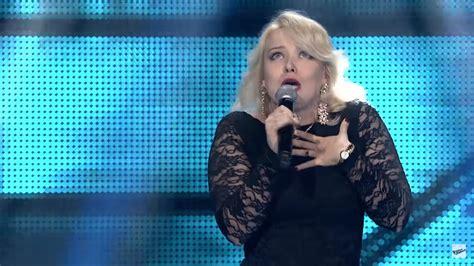 Dziedātāja no Latvijas burtiski