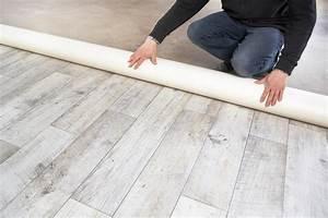 comment poser du lino toutes les etapes et astuces With balkon teppich mit schimmelspray auf tapete