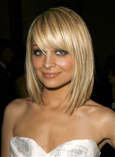 coupe cheveux bouclã s coiffure carré court plongeant nuque dégagee