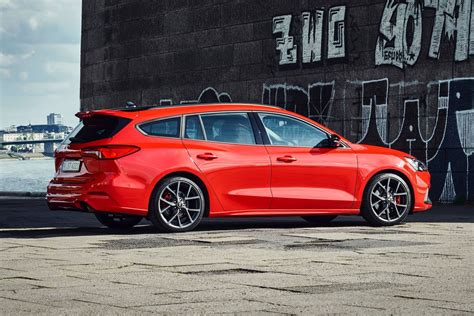 Focus St Wagon by 2019 Focus St Wagon Revealed As The Family S Fast Ford