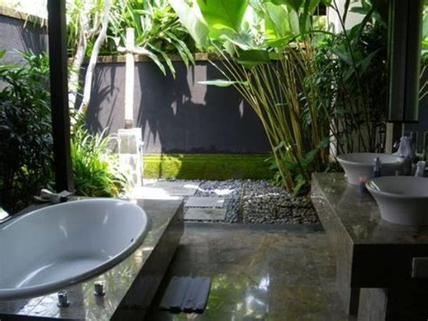 Outdoor Bathroom Ideas by 42 Amazing Tropical Bathroom D 233 Cor Ideas Digsdigs