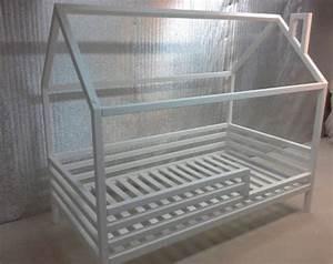 Bett Auf Boden : die besten 25 boden bettrahmen ideen auf pinterest bodenbetten hochbett und plattform bett ~ Markanthonyermac.com Haus und Dekorationen