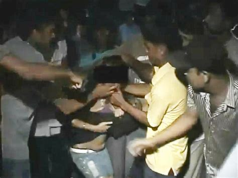 Three Men In A Boat Video In Hindi by Young Woman Stripped And Beaten By Mob Of Men In India As