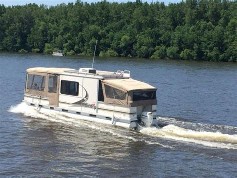 Pontoon Boats With Cabins For Sale by Pontoon Boat Cabin Boats 32 Cruiser By Sun Tracker