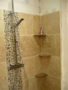 salle de bain ardoise et pierre idees de design maison With nice idee deco pour maison 15 le carrelage douche sous toutes ses couleurs