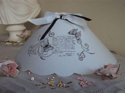 abat jour volutes arabesques noir et blanc et papillons la boutique des lucioles