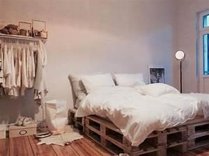 Bett Aus Holzpaletten : die 25 besten ideen zu bett aus paletten auf pinterest ~ Michelbontemps.com Haus und Dekorationen