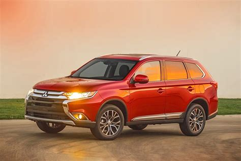 The mitsubishi outlander is a crossover suv manufactured by japanese automaker mitsubishi motors. MITSUBISHI Outlander specs & photos - 2016, 2017, 2018 ...