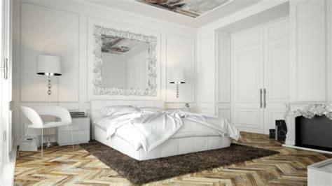 miroir dans une chambre le miroir baroque est un joli accent déco