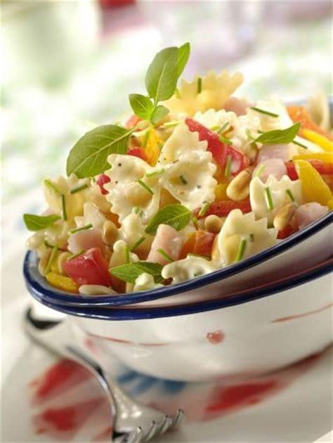 les 25 meilleures id 233 es de la cat 233 gorie poivron jaune sur jaune vert salade