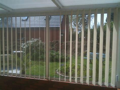 stores a bandes verticales pour veranda ou bureau