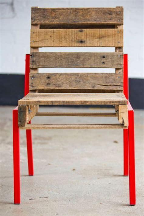 customiser une chaise une chaise entièrement réalisée avec des palettes de bois