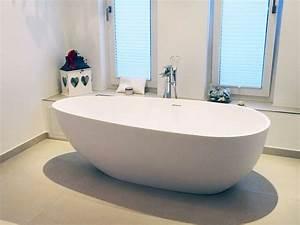 Freistehende Badewanne Mit Integrierter Armatur : freistehende badewanne luino grande aus mineralguss wei matt oder gl nzend 185x85x57 oval ~ Indierocktalk.com Haus und Dekorationen