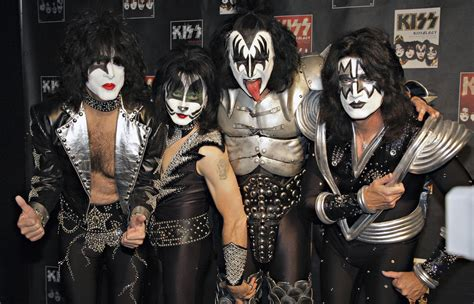 Music N More Kiss With Makeup