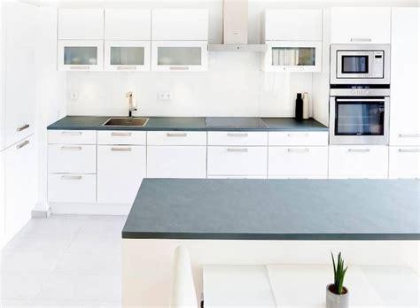 Küche Mit Einer Grauen Schiefer Arbeitsplatte Jaddish