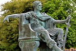 Roman Emperor Constantine Statue in York, England ...