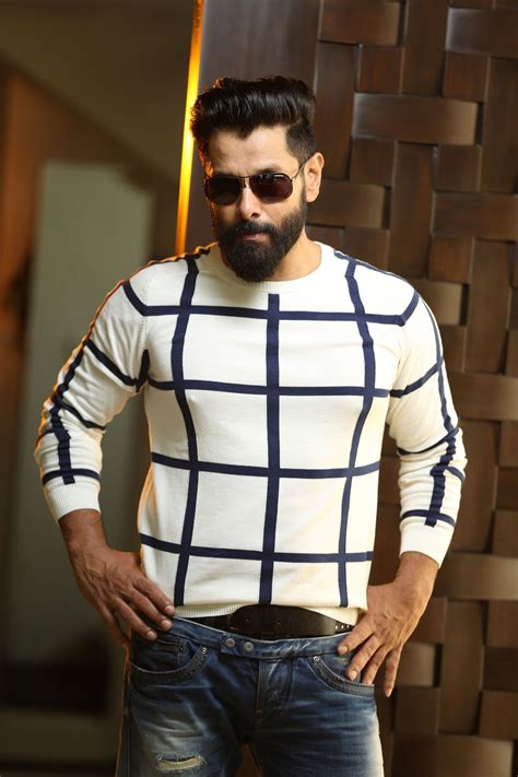 chiyaan vikram latest photo shoot stills famous indian actors cute actors actors images