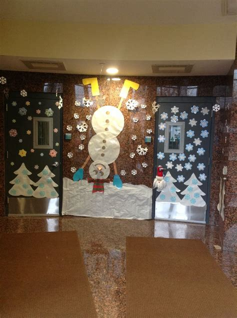 pre   kindergarten hallway winter display