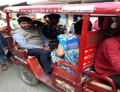 Minister Nandi Reached Polling Booth On E Rickshaw In