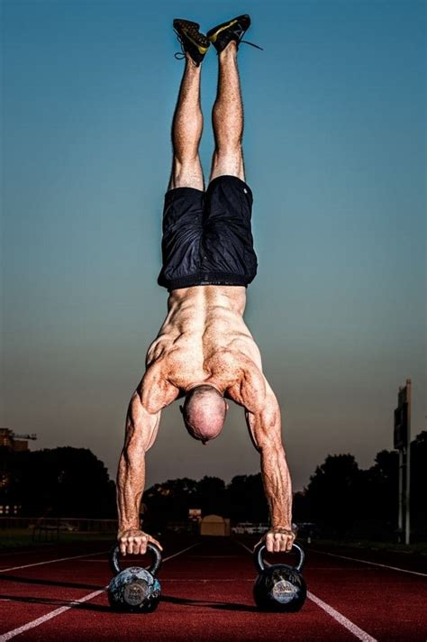 handstand push ups fitness crossfit kettlebell many does too eye pushups motivation dude athletes blind goes workout calisthenics moses longer