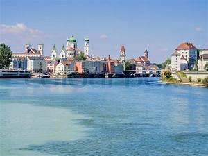 Haus Panorama Passau : blick auf passau in deutschland mit fluss inn im sommer stockfoto colourbox ~ Yasmunasinghe.com Haus und Dekorationen