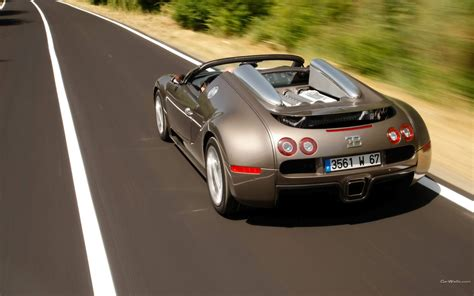 Again, no mechanical changes (would you complain with a thousand brake?), just a cosmetics job. the man cave: Bugatti Veyron 16.4 Super Sport