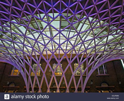 detail of the steel lattice work roof structure engineered by arup 60035380 alamy