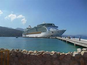 Ship on Royal Caribbean Freedom of the Seas Cruise Ship ...