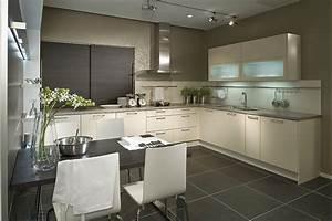 Küche T Form : u k che wei kombiniert mit dunklem holz ~ Michelbontemps.com Haus und Dekorationen
