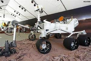 NASA's Mars rover Curiosity drives solo for first time ...