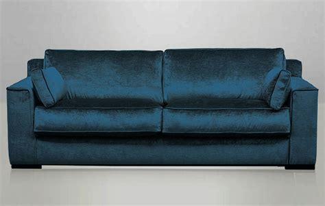 canapé velours bleu canapé cosmo en velours bleu pétrole recouvert à la