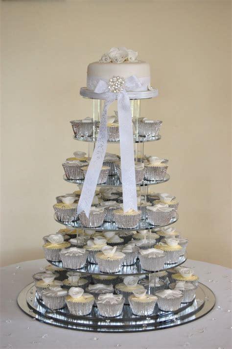 modern cake stand iced sarena and jason 39 s wedding cake