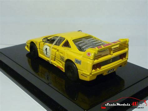 1988 hot wheels ferrari f40 burgundy 1:64 diecast car with opening hatch. Масштабная модель автомобиля Ferrari F40 Racing Yellow фирмы Hot Wheels (Mattel).