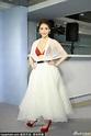 台灣女星王樂妍紅色內衣擠深溝 白紗遮身性感迷離 - 每日頭條