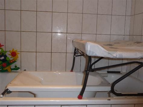 chaise pour baignoire table a langer pour baignoire 28 images combin 233