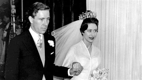 Die junabeth wurde ebenso wie ihre jüngere schwester prinzessin margaret unter der aufsicht ihrer. Von der Queen bis Kate: Die Hochzeitskleider der ...