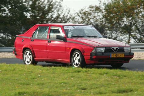 Alfa Romeo 75 — Википедия