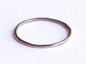Glatt Und Glänzend : 1000 images about dainty rings on pinterest stacking rings sterling silver and shops ~ Frokenaadalensverden.com Haus und Dekorationen