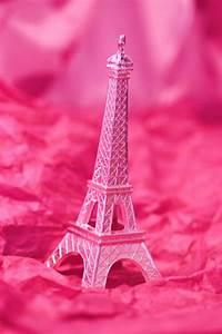 Pink Eiffel Tower background | Backgrounds | Pinterest